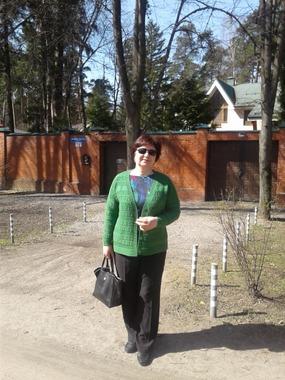 """Фото. Жакет """"Яблочный сок"""" отлично смотрится среди весеннего леса. Дизайн  Айсте. Автор работы - Gerda15"""