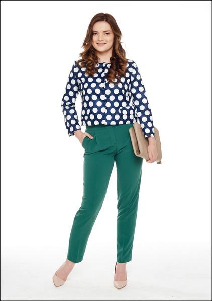 Комплект №2 . Жакет и желтые брюки – Ekepeople. Зеленые брюки – шоу-рум Costes. Туфли и полуботинки – «Эконика». Сумка – Bally