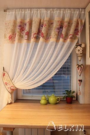 Фото. Легкие прозрачные шторы для кухни. Автор работы - elkin