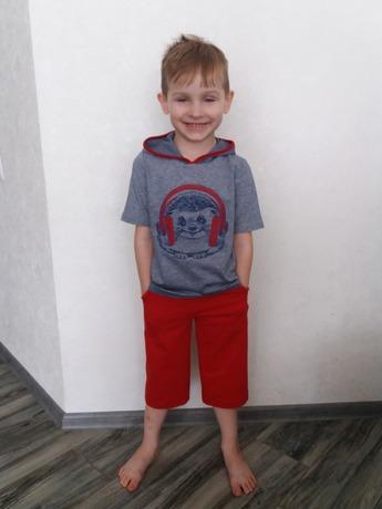 Фото. Внучок нарядом доволен! Автор работы - АлинаК