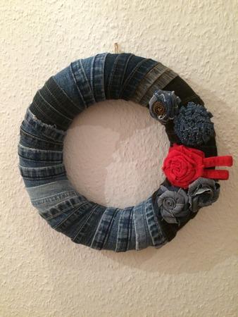 Фото. Оригинальный веночек из джинсовых подгибов.  Автор работы - OliJul