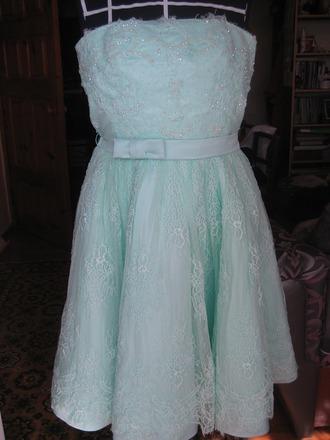 Фото. Скоро выпускной. Платье для дочки готово. Автор работы - agolubka