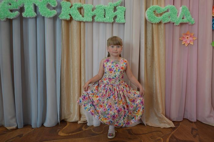 Фото. Главное в платье для выпускного - пышная юбка, как у Маринэль. Автор работы - Морская