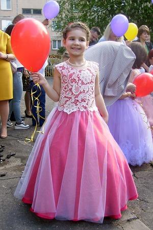 Фото. Платье для выпускного - юбка полусолнце из креп-атласа, сверху тонкий фатин с блестками. Автор работы - cvetik-kam