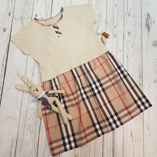 Фото. Платье для младшей дочки, той, которая связала и этого милого зайку.  Автор работы - Лоскутик