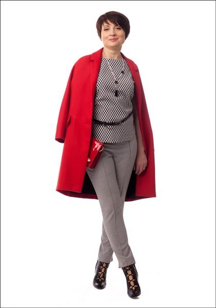 Комплект №1 . Пальто – Zara. Топ и брюки – Monton. Ботильоны, клатч и пояс – «Эконика»