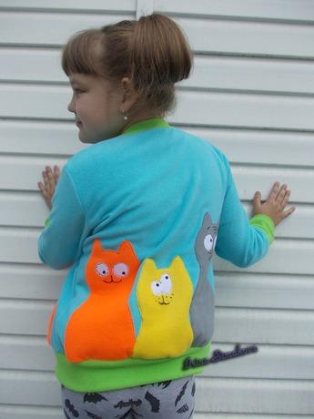 Фото. Задорная аппликация с котами на полочке и на спинке.  Автор работы - мамочкаИрочка