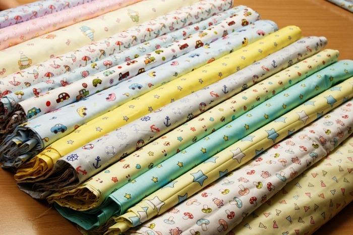 Фото. Не смотря на все веяния моды - чаще всего ткани для постельного белья бывают пастельных оттенков. Фото - Irina_Fedorova