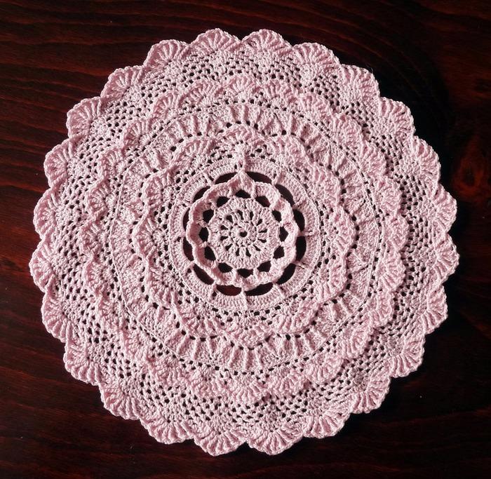 Фото. Салфетка от Mary Werst Exclusive (Особая) из альбома Extra-Special Doilies Thread Crochet.  Автор работы - amarina