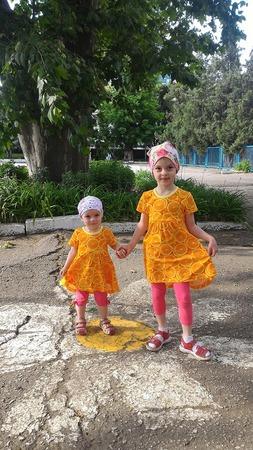 """Фото. В """"сочных"""" апельсиновых платьях. Автор работы - Hazi"""