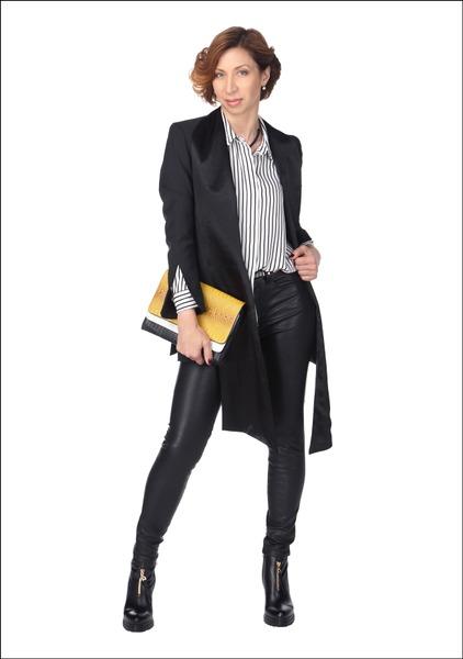 Комплект №2 . Смокинг – Gant. Блуза и брюки – H&M. Ботильоны – Elche. Клатч – Parfois