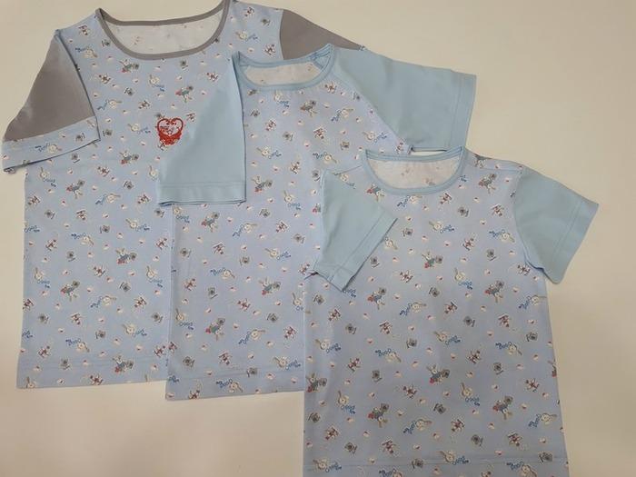 Фото. Пижамные футболки (шортики отдельно). Где кулирки не хватило - добавлен другой цвет. Автор работы - Сахаринка