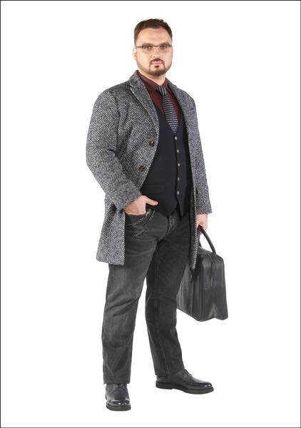 Комплект №1 . Пальто, джинсы, галстук и сумка – Mango. Жилет – Adam. Сорочка – Pierre Cardin. Броги – Carlo Pazolini. Очки – «Люксоптика»