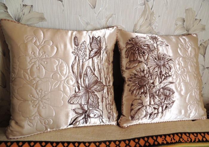 Фото. Подушки для любимой подружки. Автор работы - Nloshka
