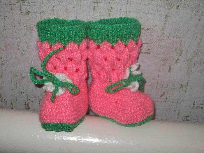Фото. Пинетки-ягодки. В таких будет тепло и нарядно зимой. Автор работы - Июньша