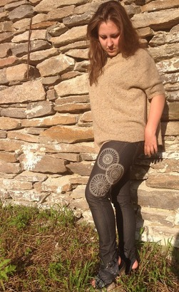 Фото. Вышивка на джинсах. Автор работы - AnnaLila