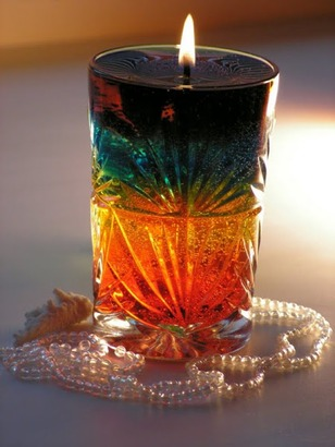 Фото. Гелевые свечи часто делают слоями. Автор работы - Чеширская