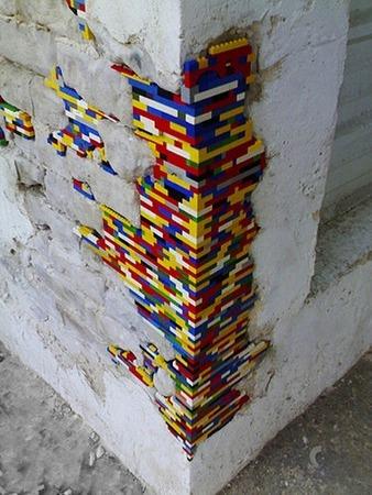 Фото. Стена дома, выложенная детальками Лего, вдохновила...