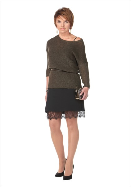 Комплект №3 . Платье, джемпер и пояс – Mohito. Клатч – Parfois. Серьги и кольцо – Millo Beauty