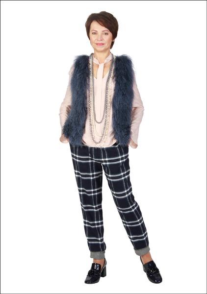 Комплект №2 . Жилет, блуза и брюки – Marc Aurel. Туфли – Mango