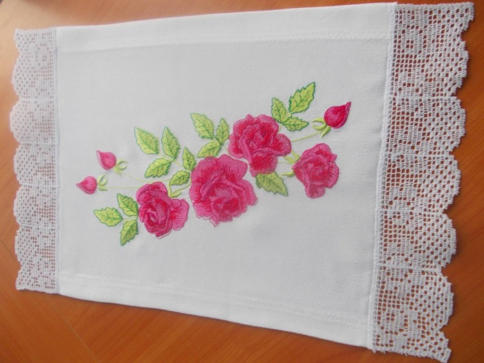 Фото. Салфетка, розы Ласточки, кружево Светланы Беловой. Автор работы - ydachnitca