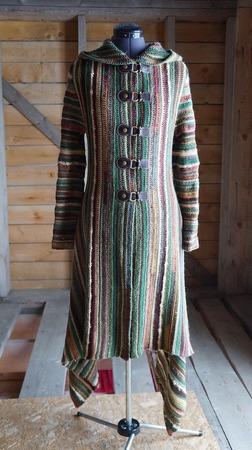 Фото. А это уже вещь по-серьезнее - пальто.  Автор работы - Лунный кролик