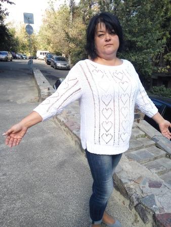 Фото. Белый пуловер с сердечками Hearts от Ким Харгривз. Автор и работы - Oksana352004