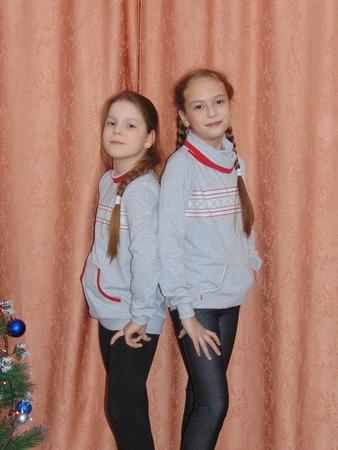 Фото. Толстовки из футера 2-нитка с лайкрой и шапочки из интерлока для дочки и её подружки