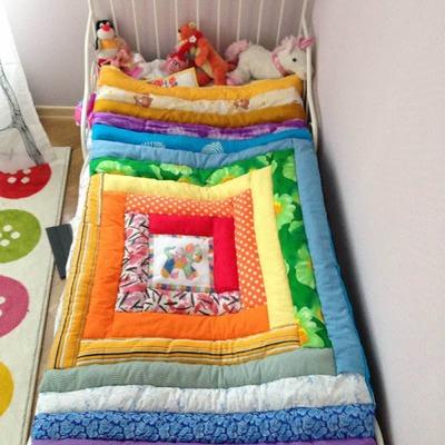 Фото. Вышивка украсила детское одеяло. Автор работы - Nadejda15