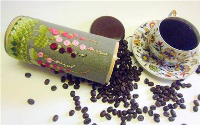 Фото. Вышитые баночки для кофе. Автор работы - росомашка