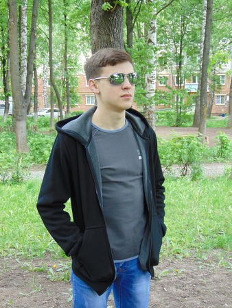 Фото. Толстовка сыну. И чтобы с капюшоном и черного цвета.