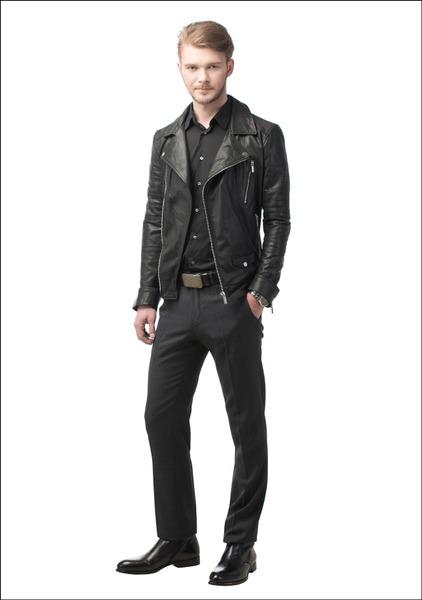 Комплект №1 . Куртка – «Снежная королева». Брюки и ремень – Hugo Boss. Ботинки – Aldo