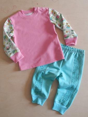 Фото. Комплект для девочки  - кофточка и штанишки. Автор работы - AYouchka
