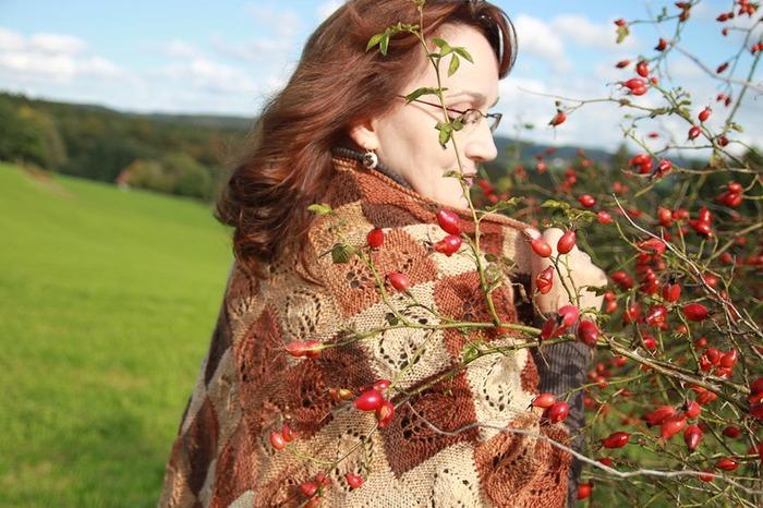 """Фото. Шальная осень. Шаль """"Листья жёлтые """". Автор работы - Michele"""