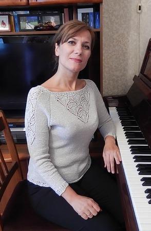 Фото. Пуловер для дочки связан из серебристой пряжи KAVRAN.   Автор работы - Краля