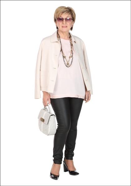 Комплект №1 . Жакет и брюки – Apranga. Топ – Mohito. Туфли – Geox. Сумка – Guess