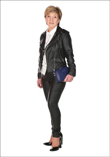 Комплект №3 . Куртка, блуза и брюки – Apranga. Туфли – Geox. Сумка – Guess