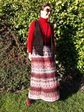 Фото. Осень на пороге, зима не за горами - можно юбку хвастать! Юбка-перуанка. Кауни черно-белая и красно-бордовая, спицы 3.25 мм.