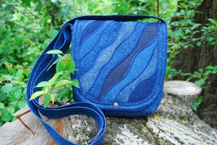Фото. Джинсовая сумка с отделкой пэчворк. Автор работы - Жанжень