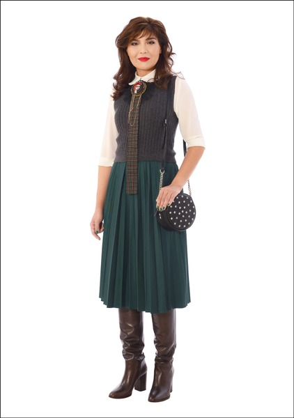 Комплект №1 .Блуза, пуловер и юбка – Мехх. Сапоги и сумка – Mango