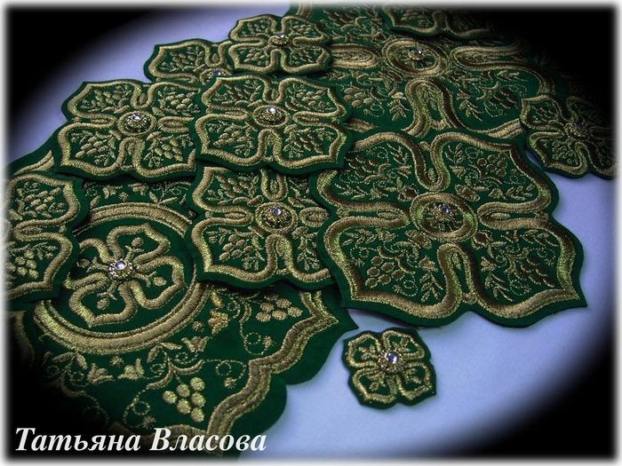 Фото. Комплекты крестов для иерейского облачения и храмового убранства. Машинная вышивка.  Автор работы - Anfia