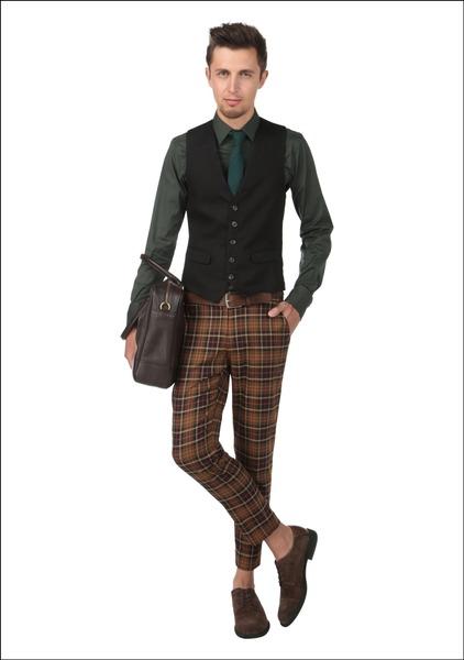 Комплект №3 . Жилет, брюки  и галстук – Monton. Сорочка – Zara. Туфли – Elche. Ремень и сумка – Pietro Filipi