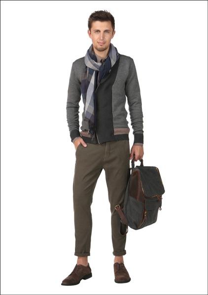Комплект №5 . Кардиган, шарф и рюкзак – Monton. Сорочка – Meyer Menswear. Брюки – Zara. Туфли – Elche
