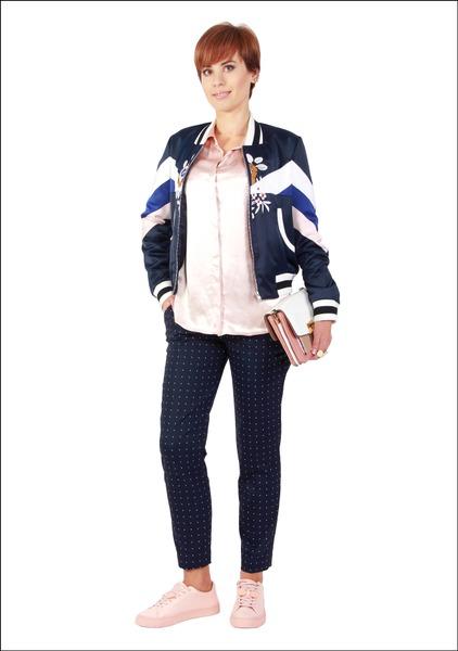 Комплект №2 . Куртка-бомбер – Maje. Блуза, брюки, кеды и серьги-каффы – Zara. Клатч – Accessorize