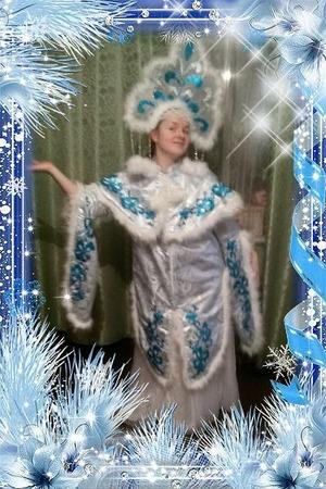 Фото. Костюм Снегурки может быть и белым, с голубой отделкой. Автор работы - Нижегородочка