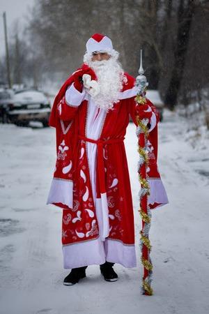 Фото. Костюм Деда Мороза для домашнего использования. Украшение - машинная вышивка. Автор работы - Deva8