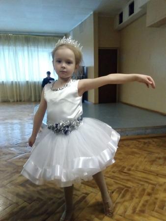 Фото. К утреннику по бальным танцам.  Автор работы - Аника-М