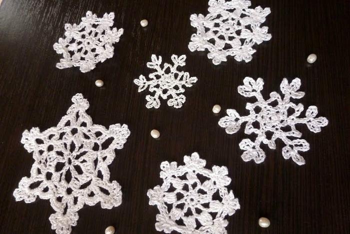 Фото. Вязаные снежиночки. Автор работы - anapa-mama
