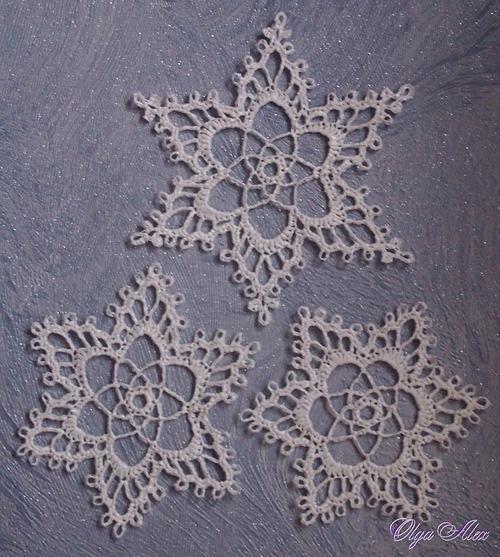 Фото. Снежинки связаны из пластиковой ленты. Автор работы - Olga Alex