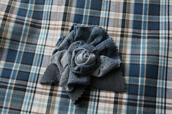 Фото. Еще одна джинсовая брошка. Автор работы - ВерНик